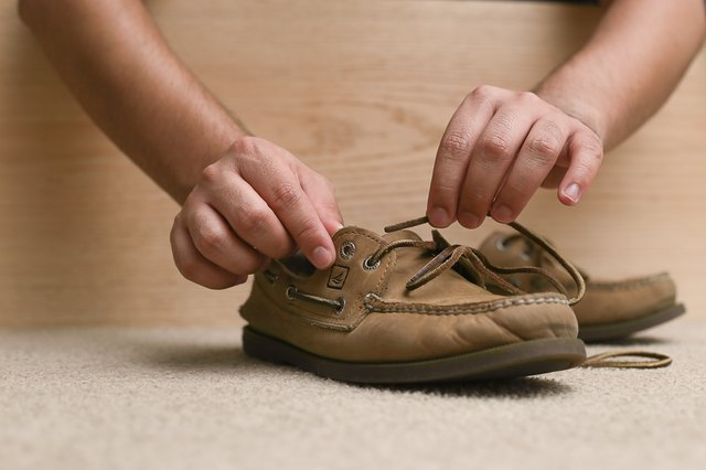 how to tie a knot in sperry leather laces with pictures