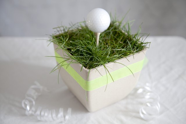 Golf centerpiece ideas with pictures ehow for Golf centerpiece ideas