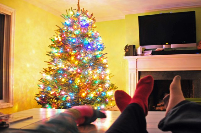 How to hang lights in a tree 6 steps ehow for How to hang lights on a christmas tree