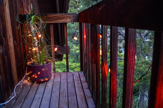 how to decorate your balcony with christmas lights ehow. Black Bedroom Furniture Sets. Home Design Ideas