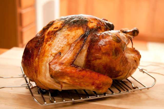How To Carve A Turkey Thigh >> How to Cook an 11-Pound Turkey (with Pictures)   eHow