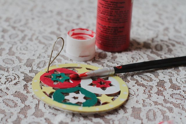 Free christmas crafts for seniors with pictures ehow for Crafts for seniors with limited dexterity