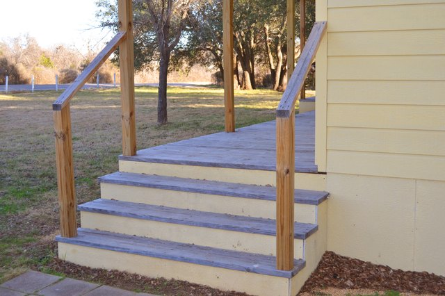 Do it yourself exterior stair railing with pictures ehow for How to install exterior wood stairs