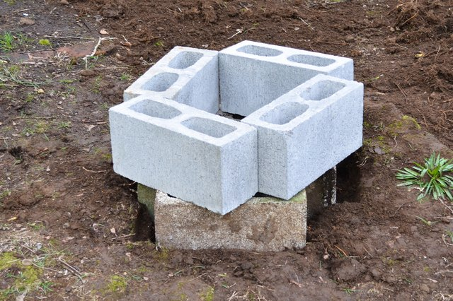 How to make a cinder block fire pit ehow for How to build a fire pit with concrete blocks