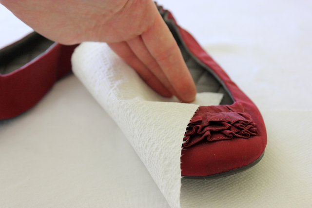 how to fix squeaky soles in shoes with pictures ehow