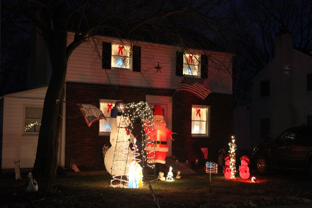 Christmas Decorating With Floodlights : Outside christmas light decorations ideas with pictures