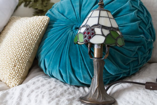 how to identify antique tiffany lamps with pictures ehow. Black Bedroom Furniture Sets. Home Design Ideas