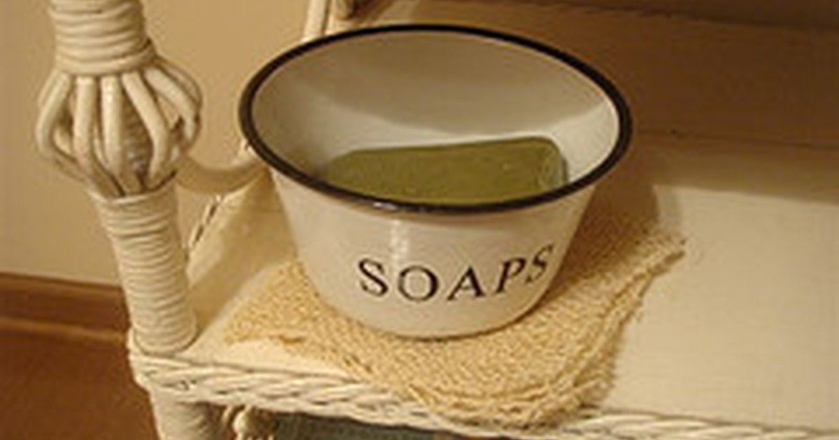 how to put imbeds in clear melt and pour soaps