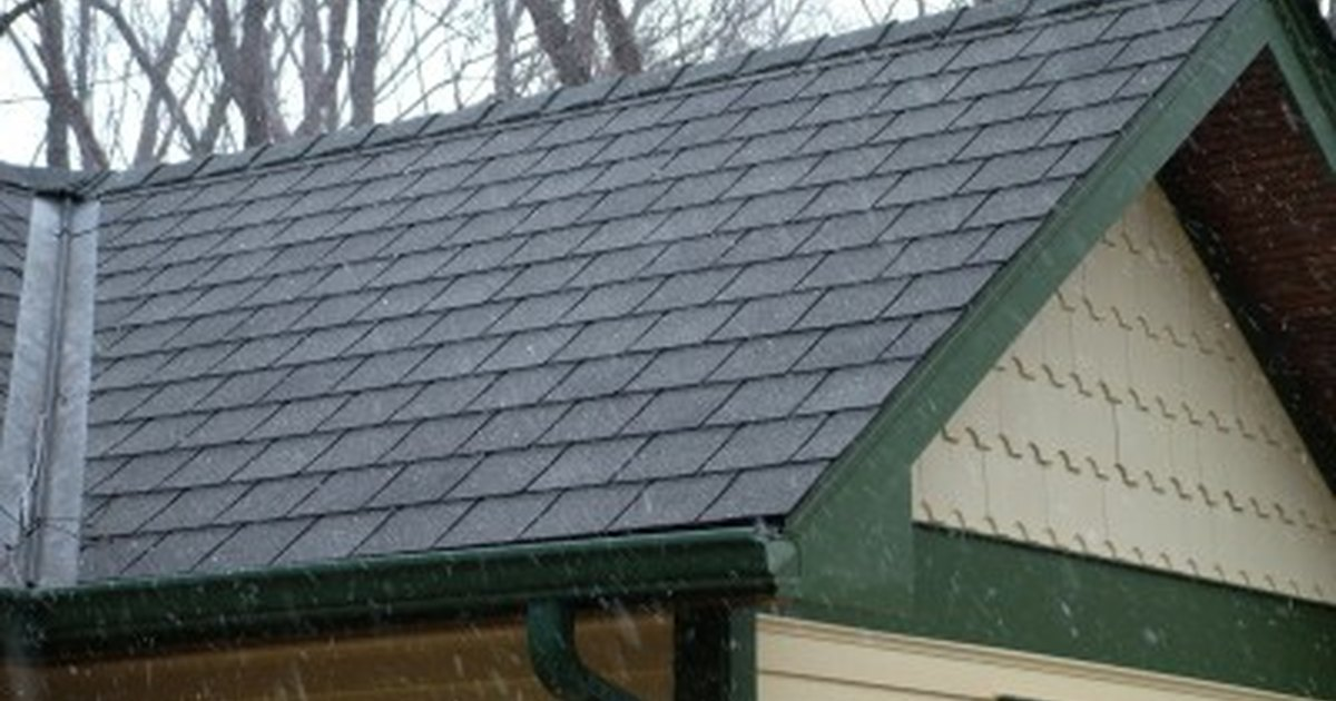 How to install roof shingles on a shed ehow uk for How to shingle a shed