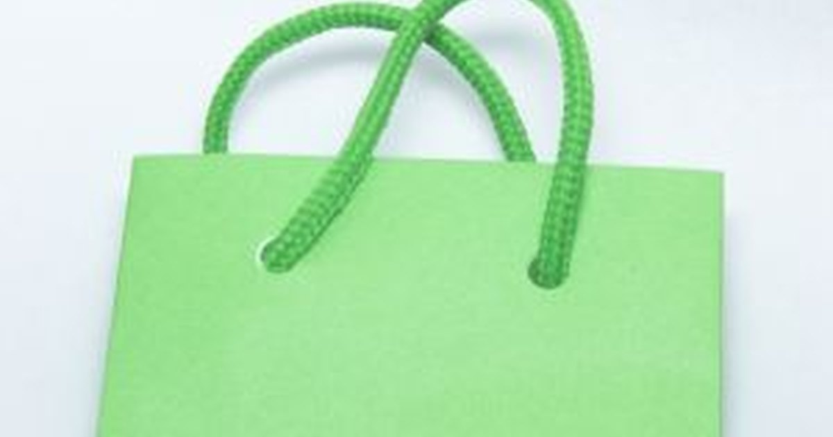 how to use tissue paper in a gift bag
