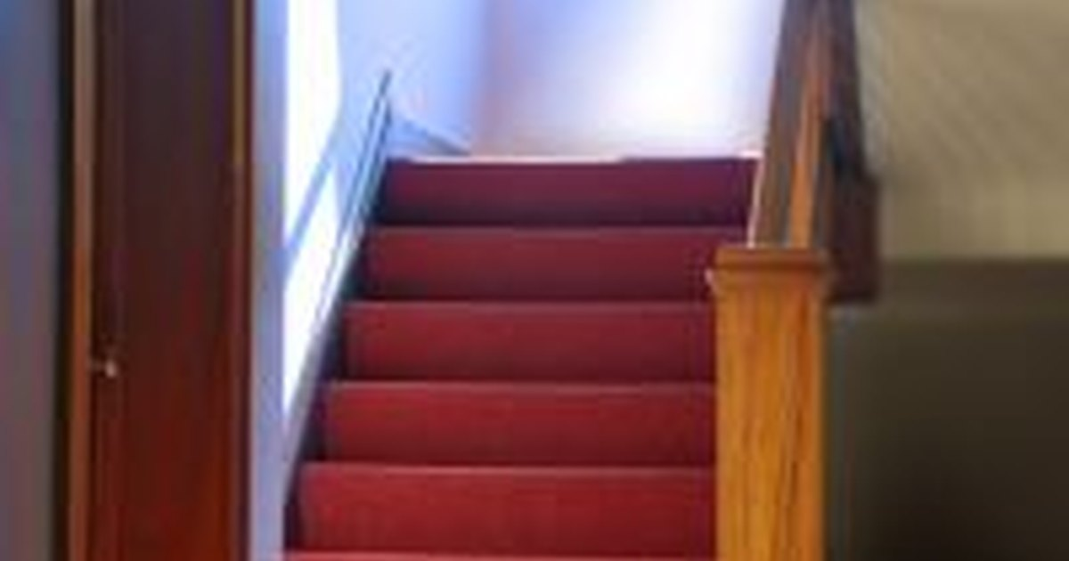 How to paint stairway walls ehow uk - How to paint a stairway wall ...