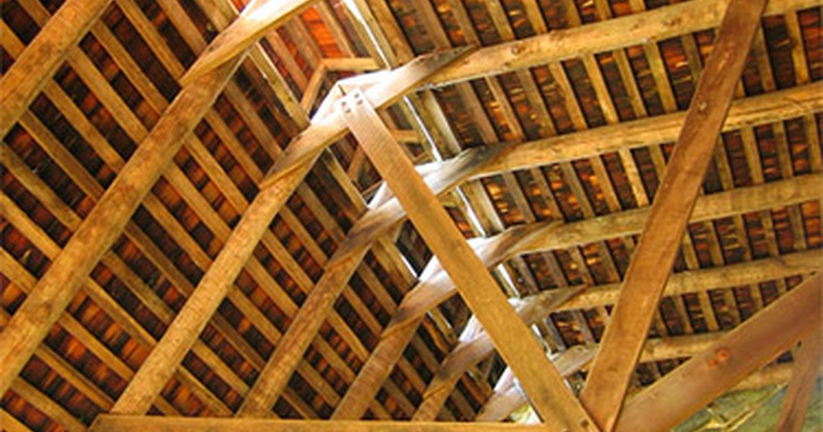 Types of roof trusses ehow uk for Pre manufactured roof trusses