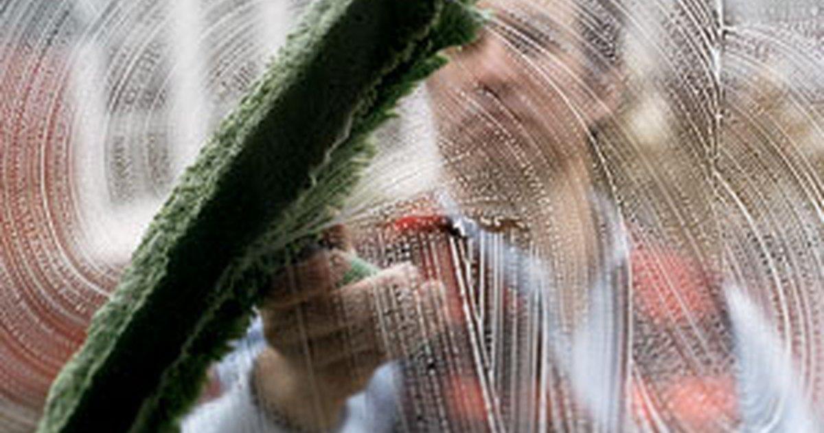 Mejor manera para limpiar ventanas de vidrio ehow en espa ol - Herramientas para limpiar cristales ...