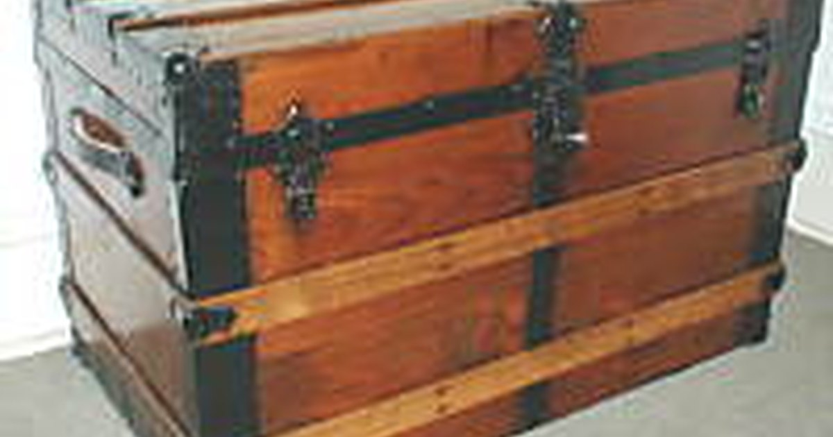 How To Restore Antique Trunks Ehow Uk