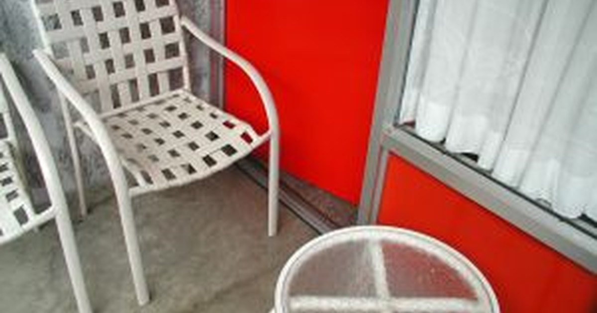 How to clean a concrete patio ehow uk for Cleaning concrete patio
