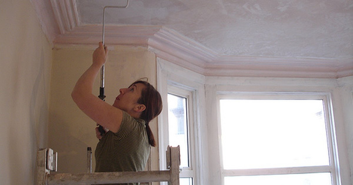 How To Paint A Plaster Ceiling Ehow Uk
