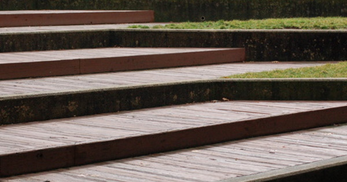 How To Build Steps For Outdoor Wood Stairs Ehow Uk