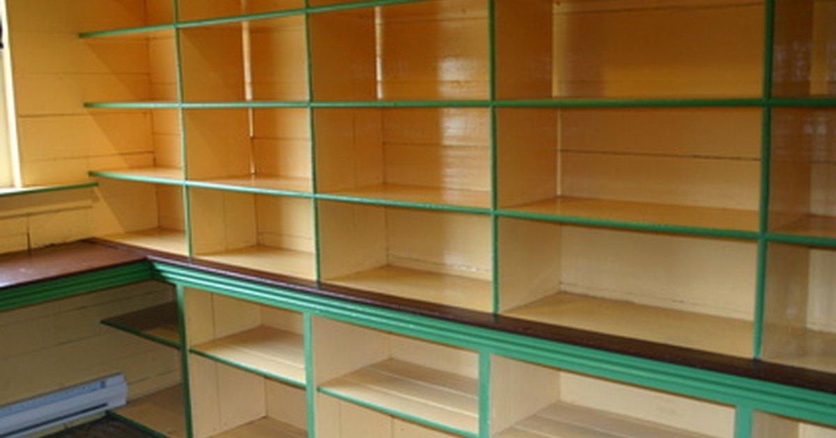 Como hacer soportes escondidos para estantes ehow en espa ol - Estantes para pared ...
