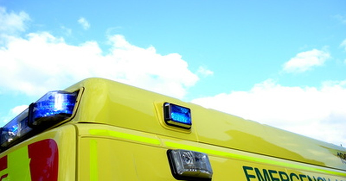 how to become a search and rescue paramedic