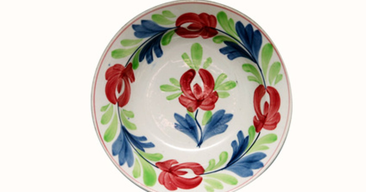 How to paint simple flowers on ceramic plates ehow uk for Where to buy ceramic plates to paint