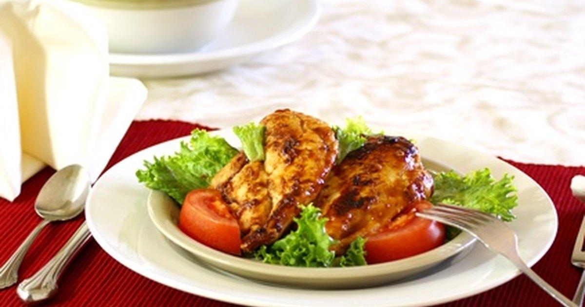 C mo cocinar muslos de pollo en barbacoa al horno ehow for Cocinar 2 muslos de pollo