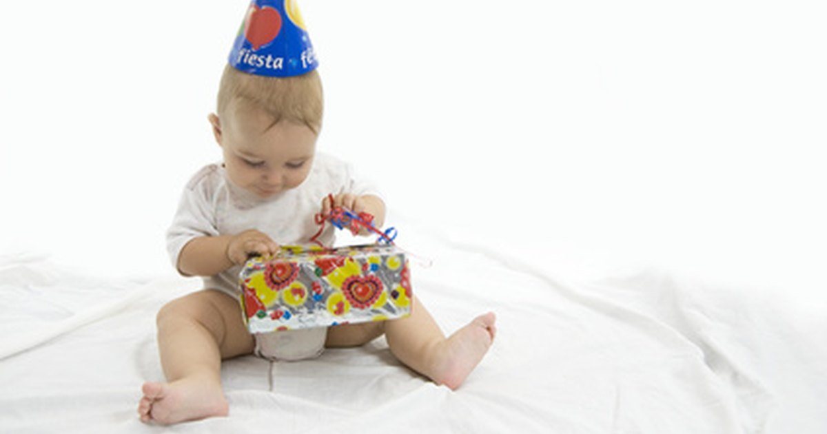 Ideas For A One Year Old Boy 39 S Birthday Cake Ehow Uk