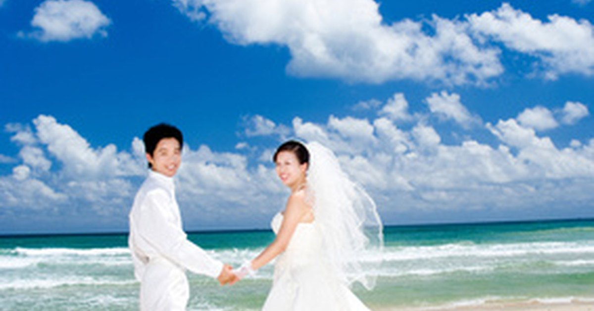How to describe the dress code for a beach wedding on an for Beach wedding dress code