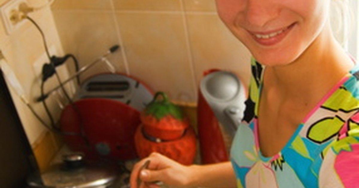 C mo hacer armarios de cocina econ micos y simples ehow for Armarios de cocina baratos