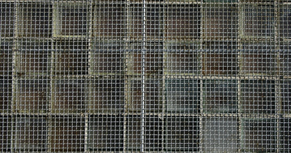 How to Build a Wire Mesh Fence - eHow UK
