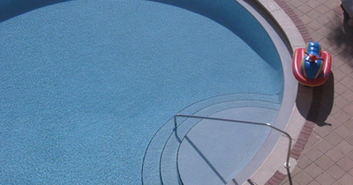 Tinta ep xi para piscina x tinta acr lica ehow brasil for Piscina de acrilico