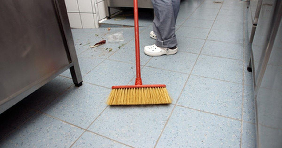 Dicas para tirar cera do piso ehow brasil - Cera para parquet ...