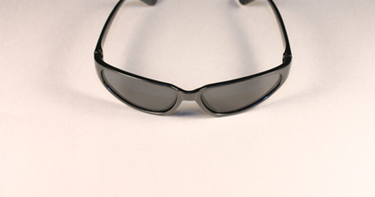 Glasses Frame Tighteners : How to Tighten Plastic Sunglasses Frames eHow UK