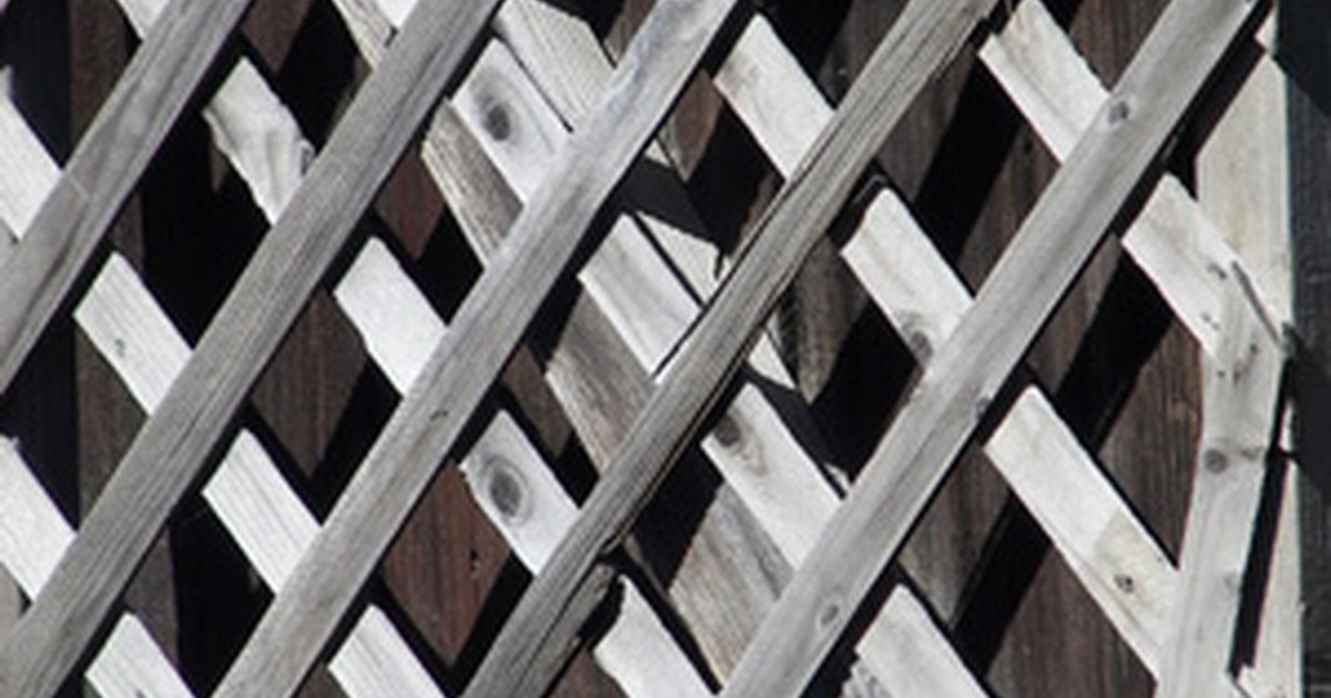 How To Add Lattice Fence Toppers Ehow Uk