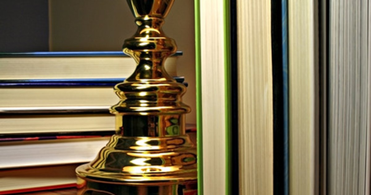 diy how to paint shiny brass lamps with antique brass paint ehow uk. Black Bedroom Furniture Sets. Home Design Ideas