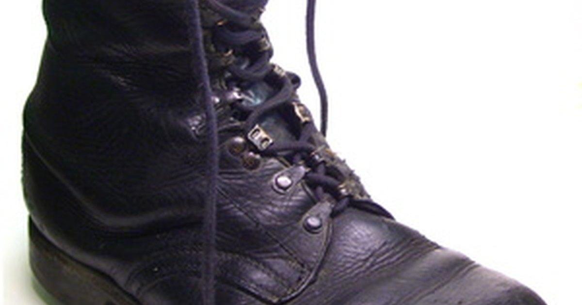 Como reparar botas com salto desgastado ehow brasil for Como reparar parquet desgastado