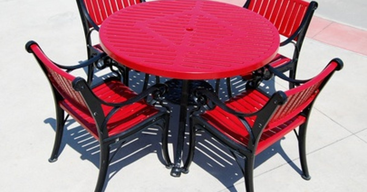 How to Recover Patio Chairs