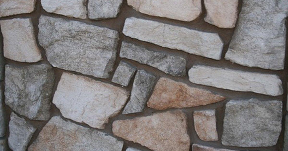 C mo construir tu propia pared con rocas falsas ehow en - Imitacion a piedra para paredes ...