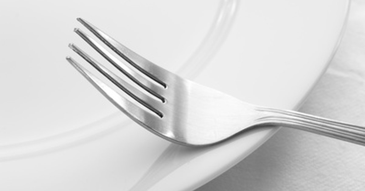how to clean silver plated cutlery ehow uk. Black Bedroom Furniture Sets. Home Design Ideas