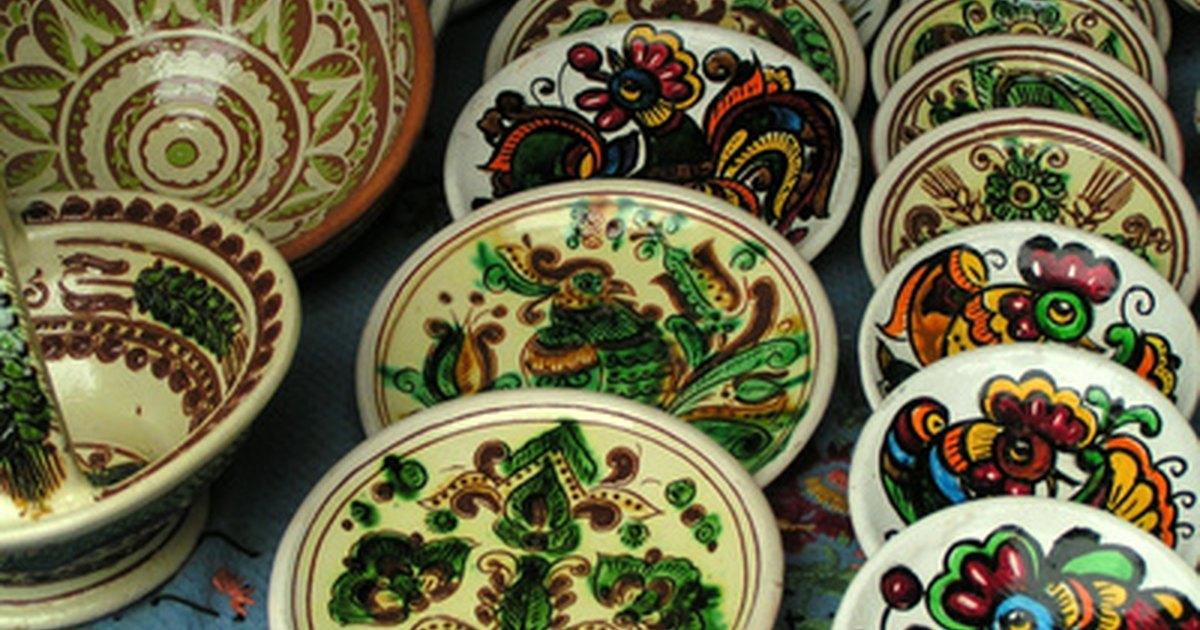 La tradici n de las bodas griegas de romper platos ehow - Romper un plato trae mala suerte ...