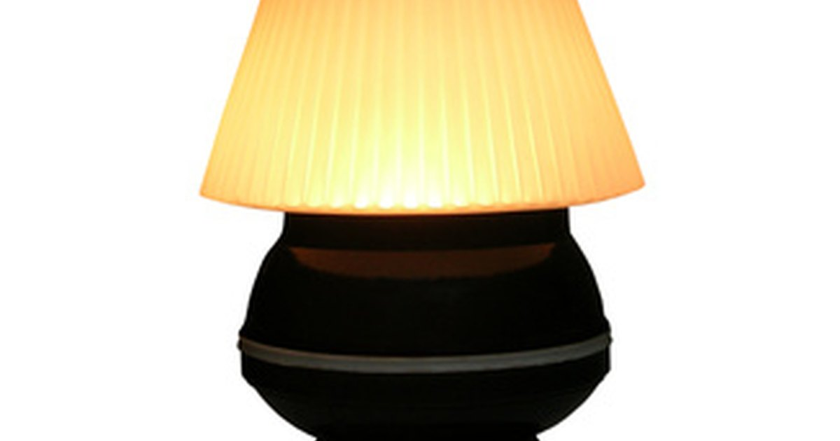 How To Choose The Right Lamp Shade Size Ehow Uk