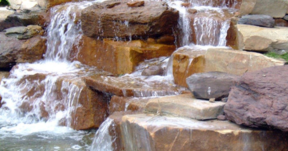 C mo hacer una cascada de piedra ehow en espa ol for Cascadas con piedras