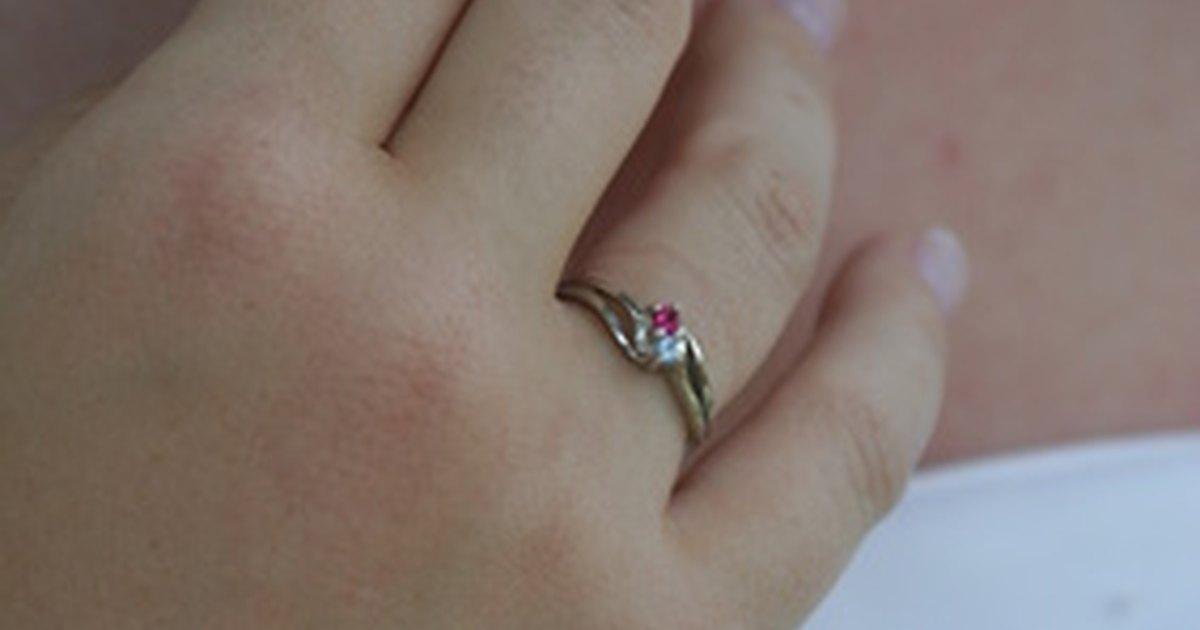 Cu l es el significado de un anillo en la mano derecha ehow en espa ol - Anillo de casado mano ...