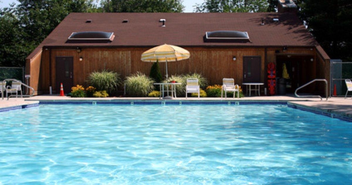 Chlorine levels in pool water ehow uk - Dangers of chlorine in swimming pools ...
