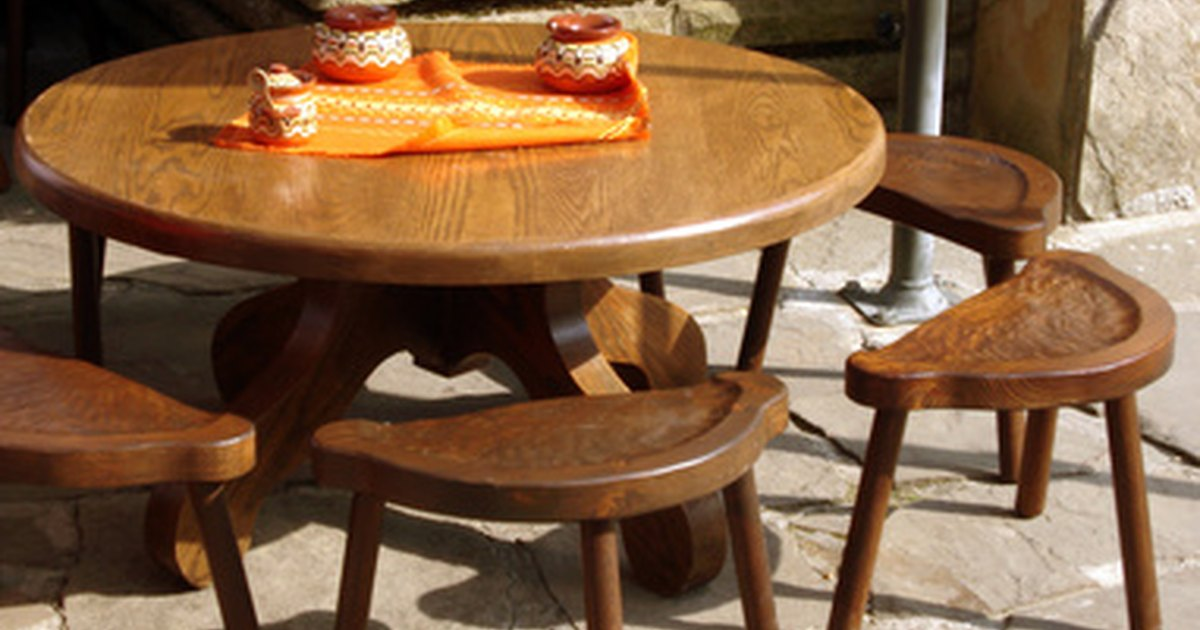 How to refinish a wood laminate table with scratches ehow uk for Can you paint formica table top