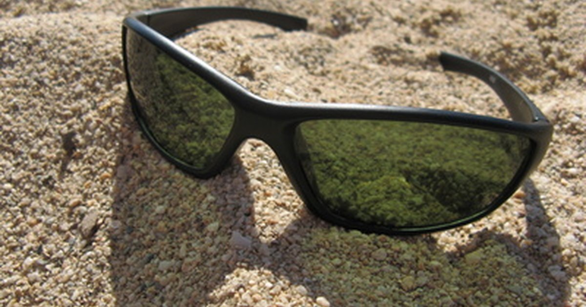 how to remove scratches from plastic sunglasses ehow uk