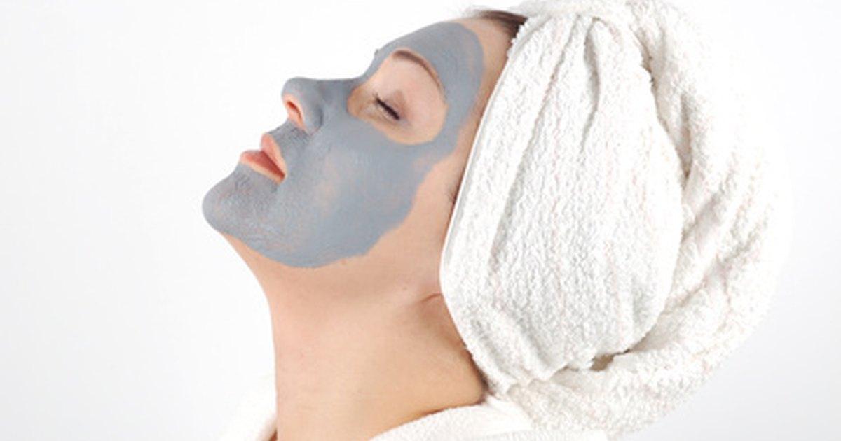 La máscara para los cabellos sobre la levadura y la mostaza las revocaciones