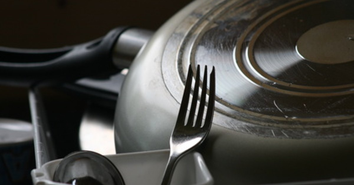 How To Clean The Outside Of Pots Pans Ehow Uk