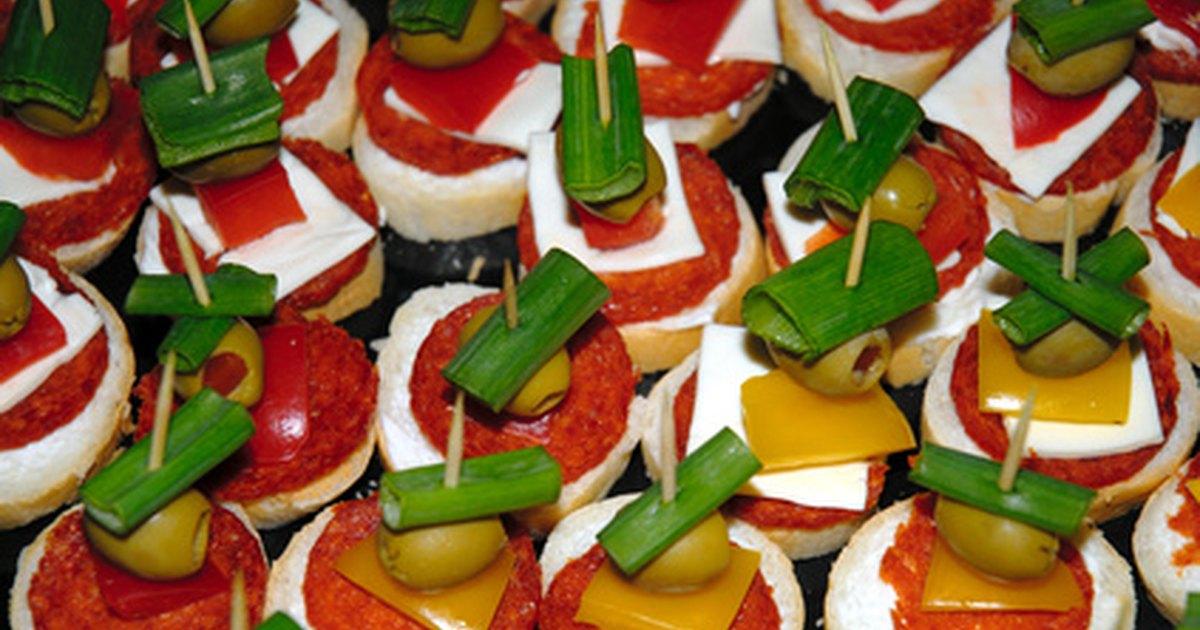 Ideas de comida para el men de fiesta de adultos ehow - Ideas originales para cumpleanos adultos ...