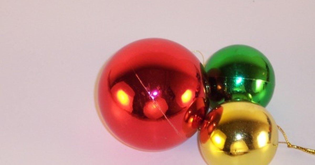C mo decorar un sal n de banquetes para navidad ehow en espa ol - Como decorar un salon en navidad ...