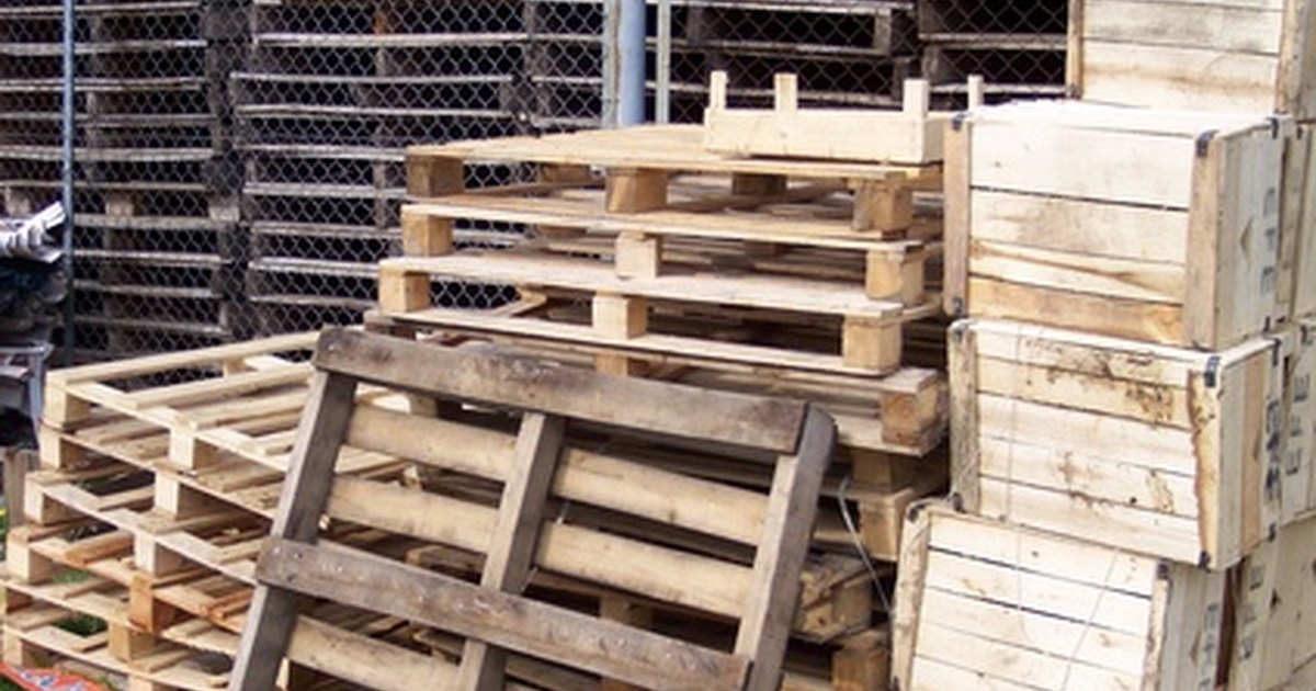 How to make farm things out of wood pallets ehow uk for Making things with wooden pallets